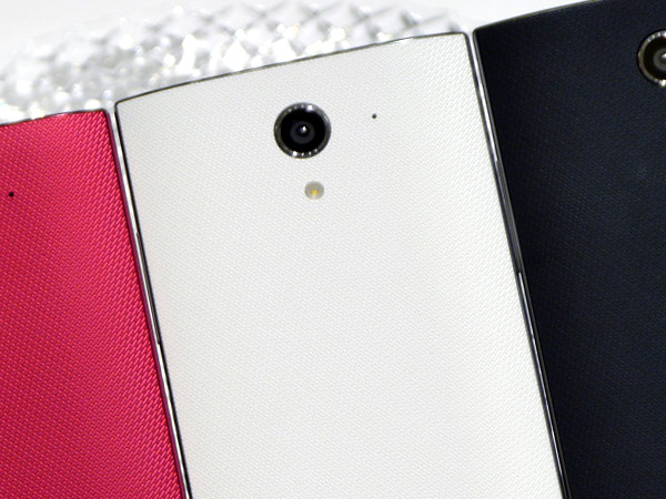 Безрамочный Sharp Softbank 402SH Aquos Crystal X выйдет в декабре