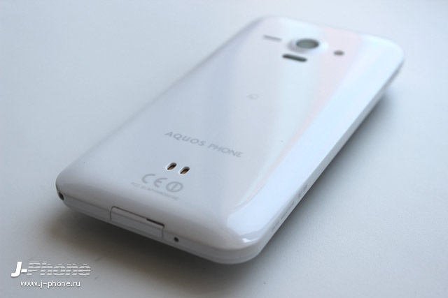Фотообзор разблокированного (unlocked) Sharp Aquos phone SHL22 (white)